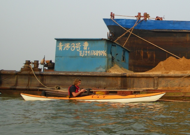 Huang Pu River chine, Whisky18 kayak with sand barge